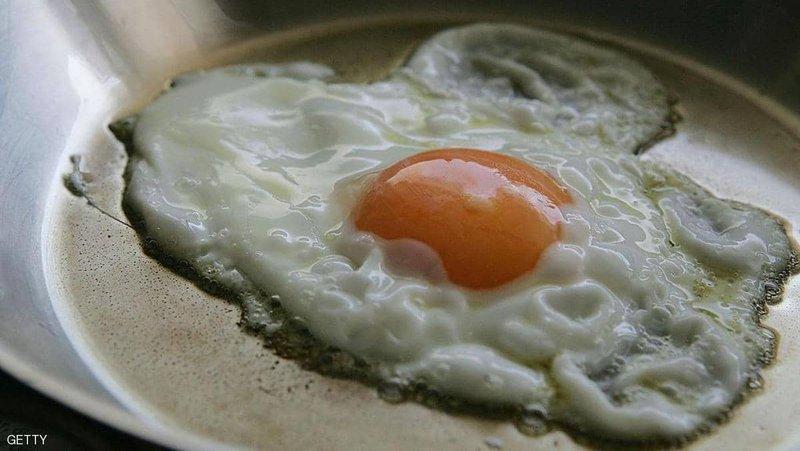 البيض في دائرة الاتهام مجددا.. كوليسترول زائد وأمراض بالقلب