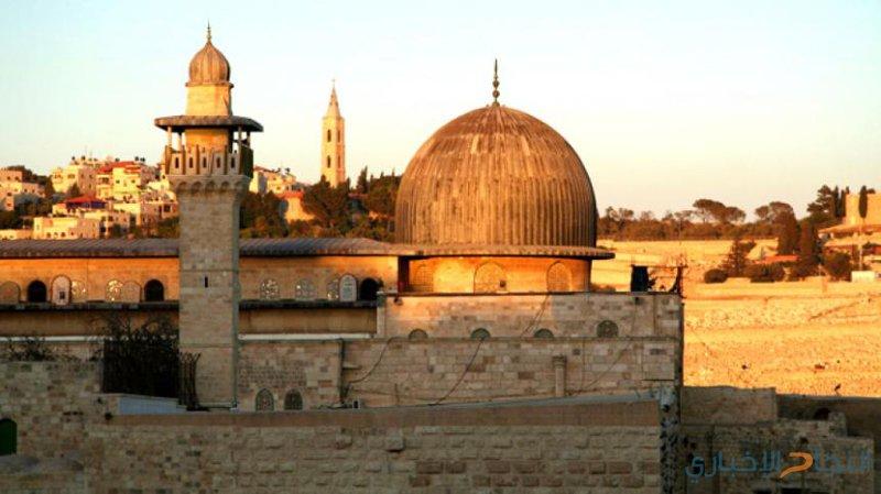 ... قبة الصخرة المشرفة والمسجد الاقصى يتوسطان مدينة القدس -(أرشيفية)