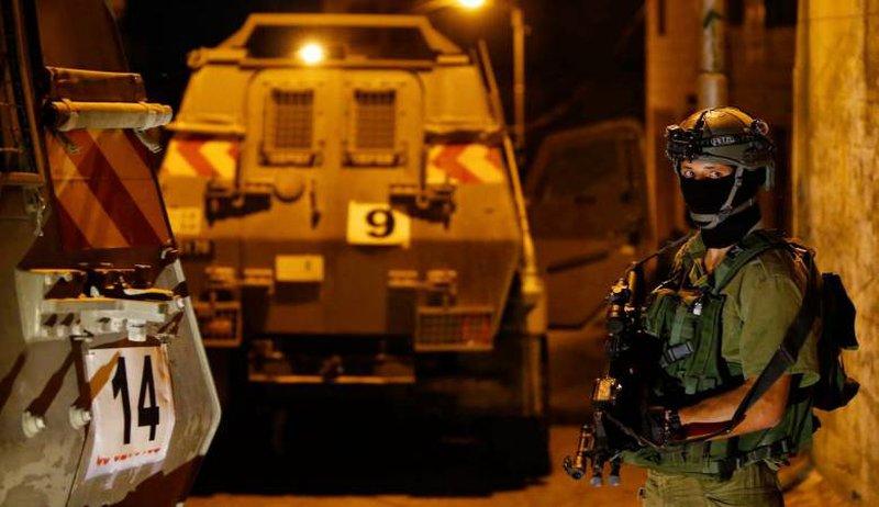 الاحتلال يشنُّ حملة اعتقالات بالضفة بينهم أمين سرّ إقليم فتح