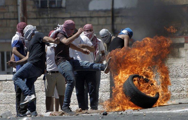 إصابات بمواجهات عنيفة مع الاحتلال في محيط مخيم شعفاط