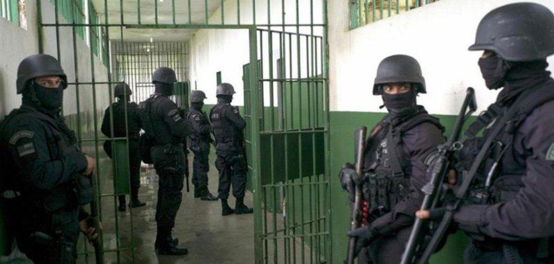 وحدات القمع في سجون الاحتلال تقتحم سجن إيشل