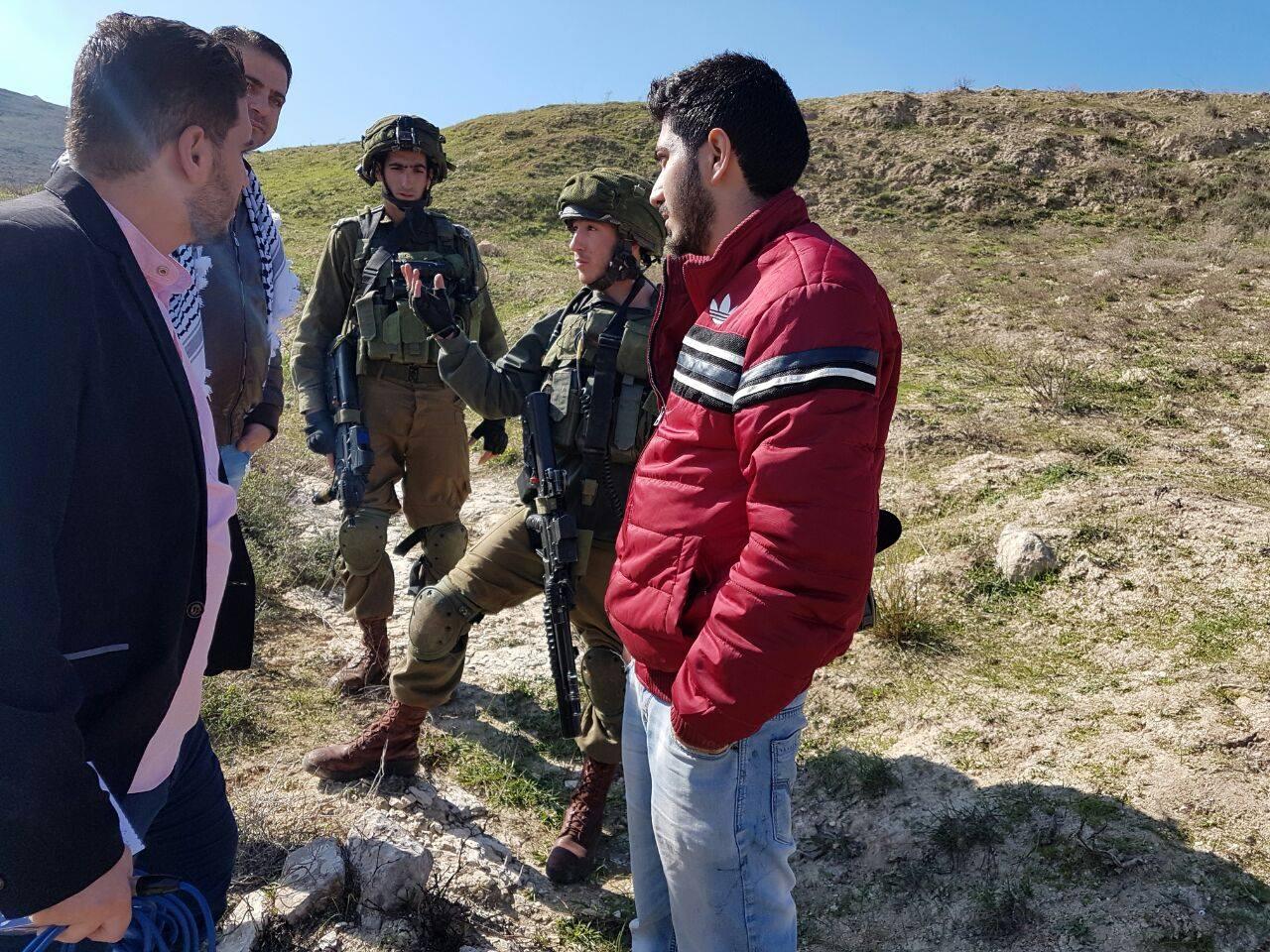 جنود الاحتلال يحتجزون طاقم تلفزيون فلسطين
