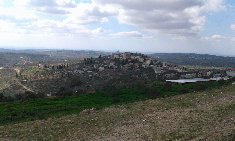 المنطقة الشرقية من القرية حيث تشهد اعتداءات متكررة من قبل قطعان المستوطنين